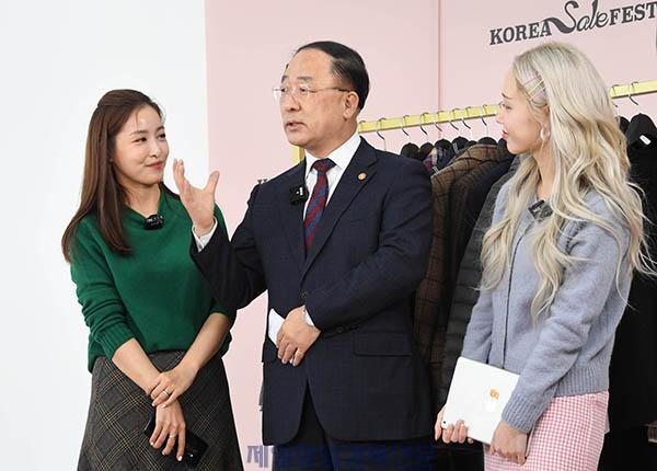 홍남기_세일페스타_행복한백화점.jpg